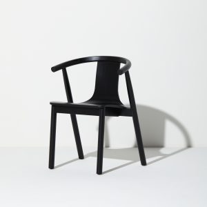 the-curve-balck-chair-wood