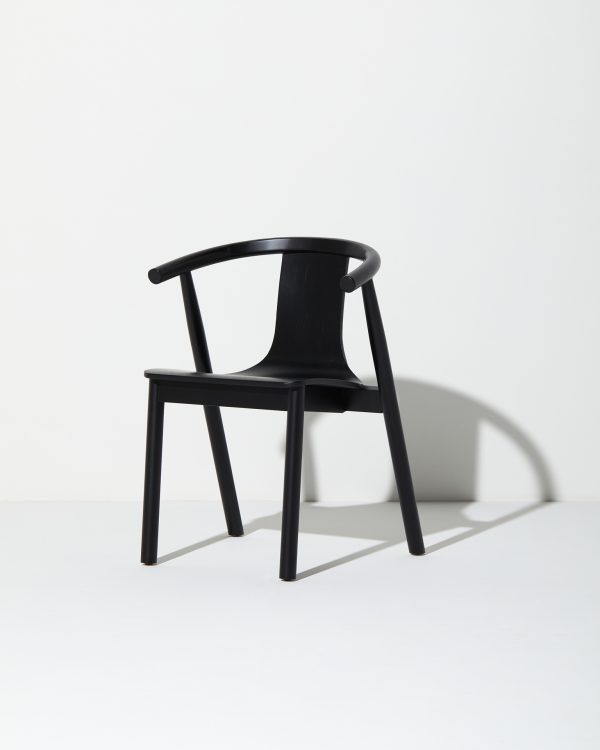 the-curve-balck-chair-wood